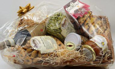 Cesta Ricca con chianti, foglie d'ulivo, tarallini, cantucci e tanto altro