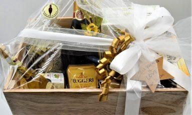 Cesta della Sposa con Prosecco, olio aromatizzato al tartufo, foglie d'ulivo, cantucci, miele, salsa per formaggi, pasticcini siciliani