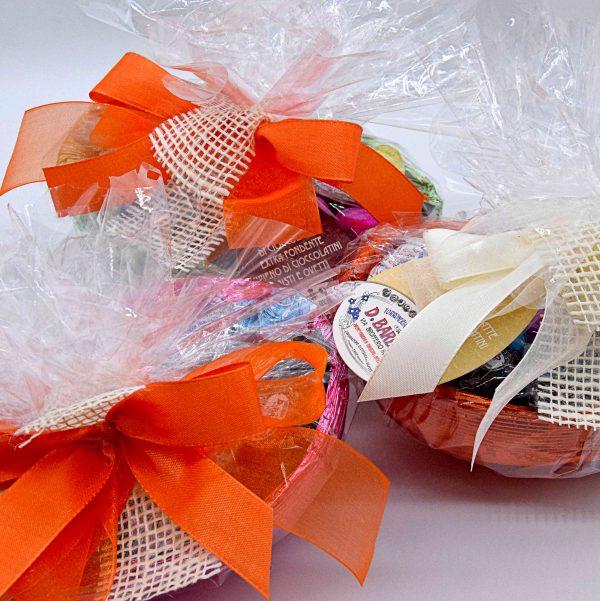 Mezzo uovo di Cioccolato ripieno di cioccolatini misti e ovetti – Davide Barbero